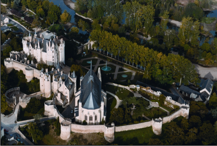 chateau-montreuil-belay-vue-aerienne.png