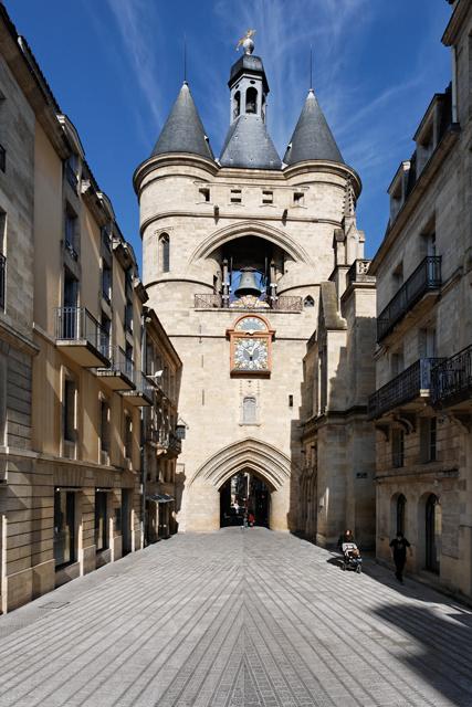 130-bordeaux_-_rue_saint-james._la_grosse_cloche_et_son_parvis,_mosaique_par_danielle_justes.png
