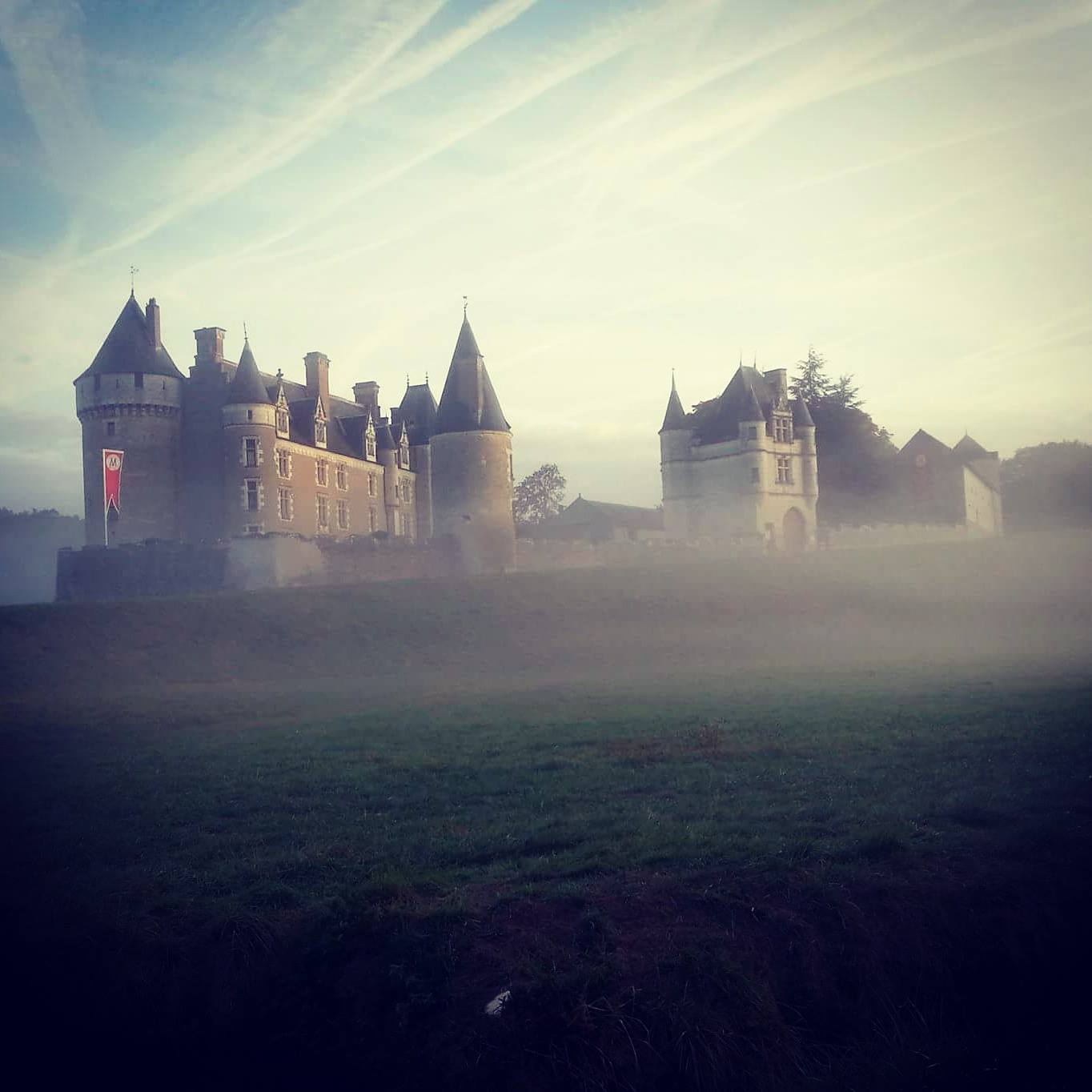 143-montpoupon-chateau-brume.jpg