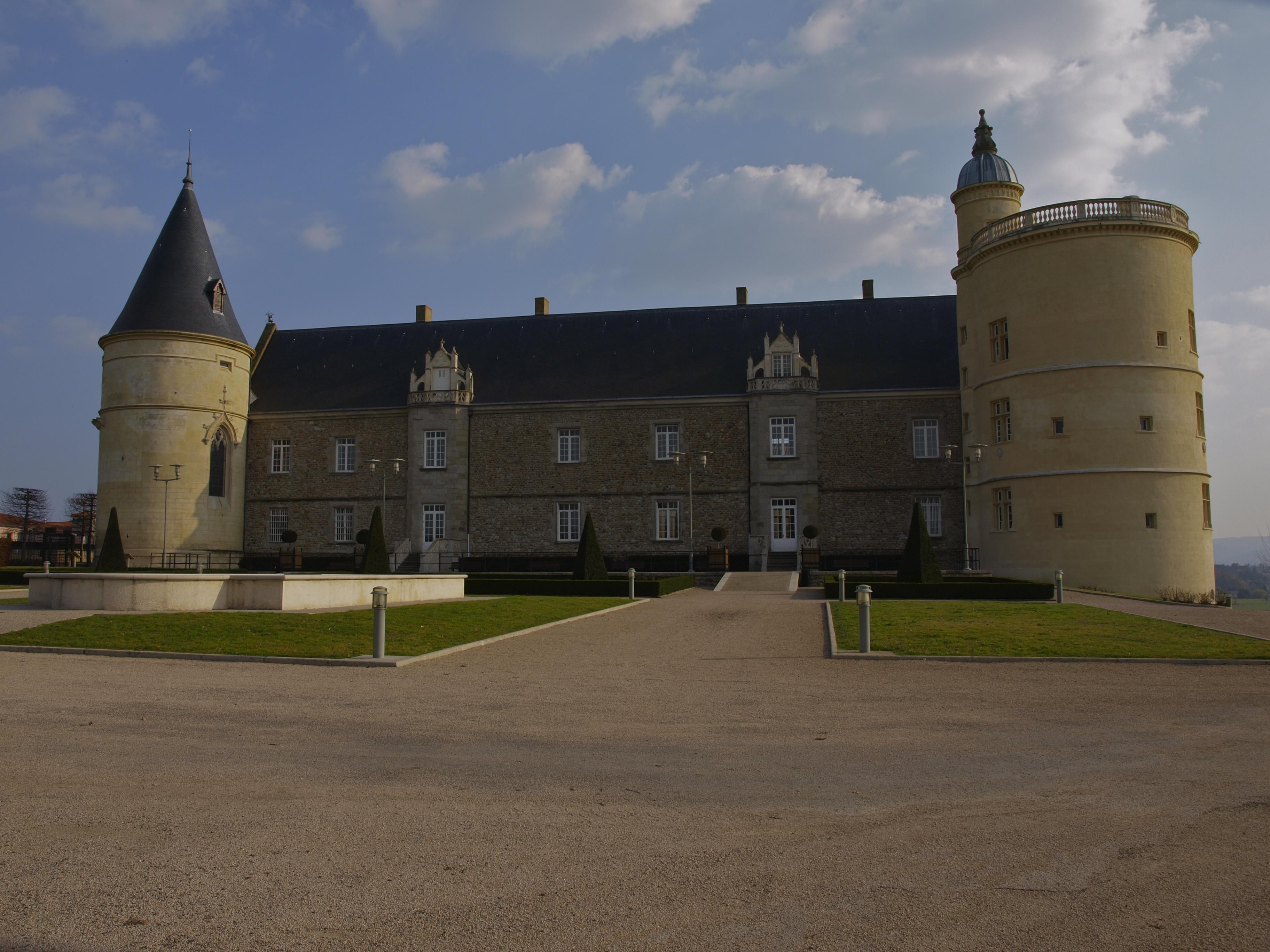 249-facade_nord_du_chateau_de_boutheon.jpg