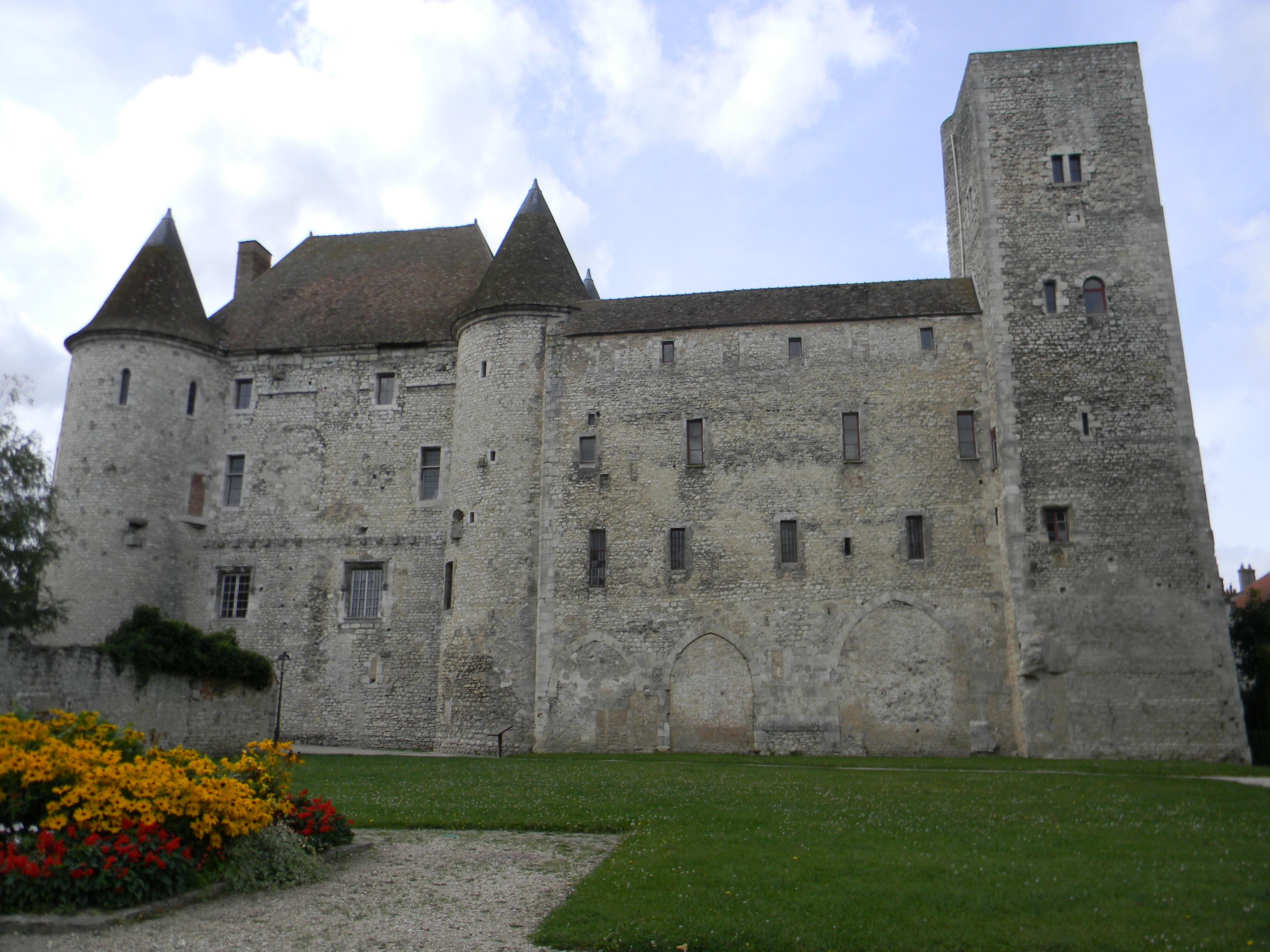 616-le_chateau_de_nemours-seine-et-marne.jpg