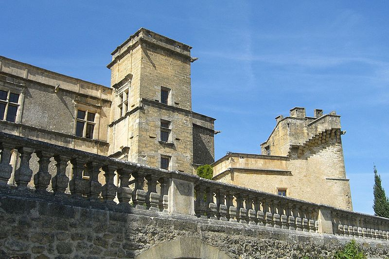 669-chateau-renaissance-a-lourmarin-vaucluse.jpg