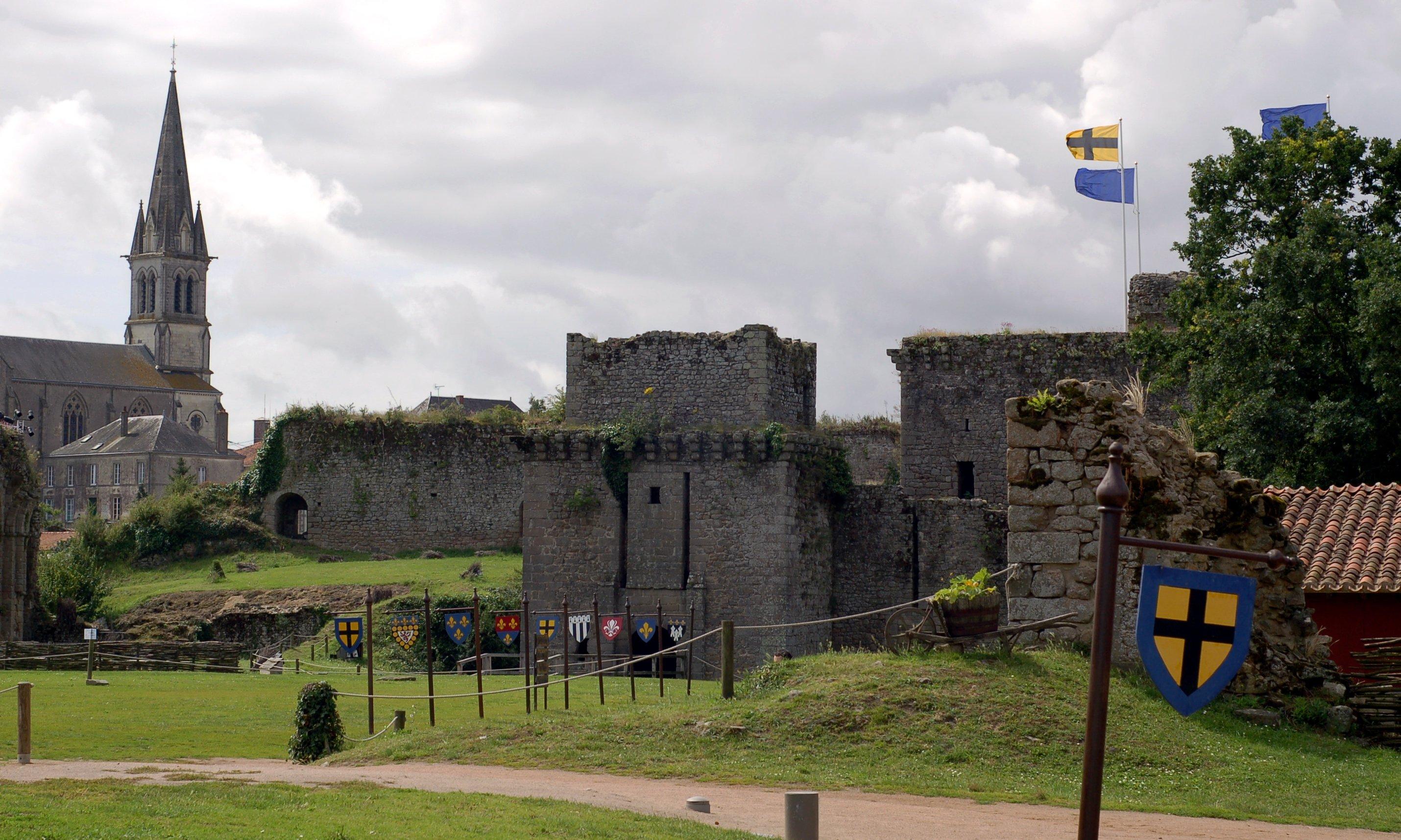 674-chateau-tiffauges-entree-vendee.jpg