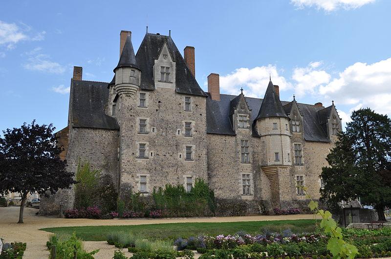 743-chateau-de-bauge-maine-et-loire.jpg