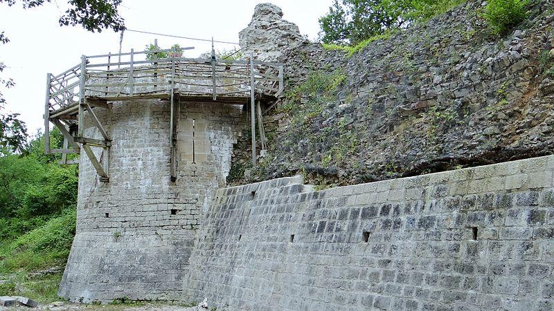1221-chateau-noyers-sur-serein-yonne.jpg
