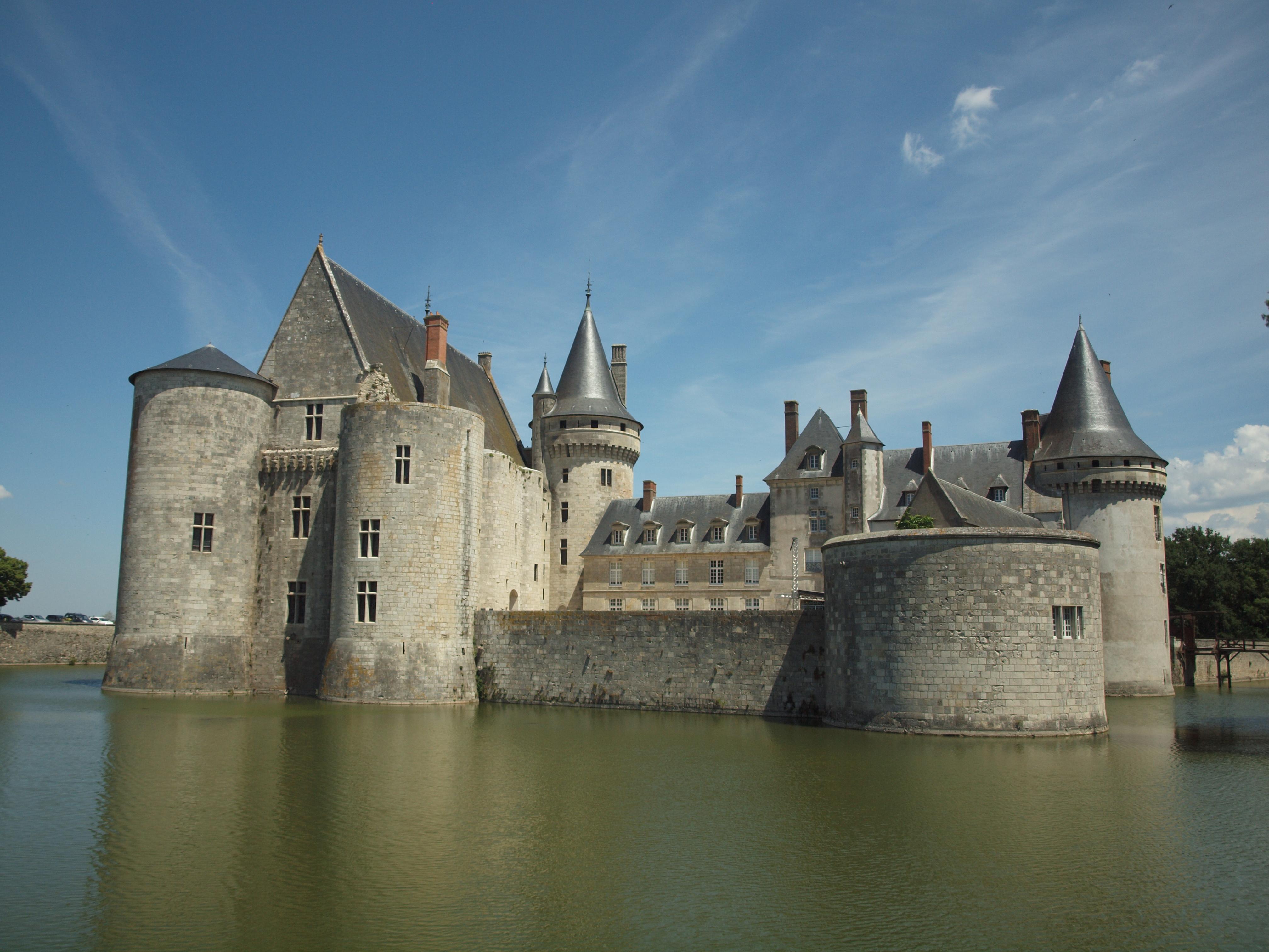 1405-sully-sur-loire-45-chateau-loiret.jpg