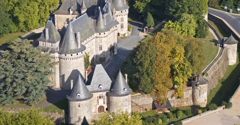 146-chateau-de-pompadour-vue-aerienne.jpg