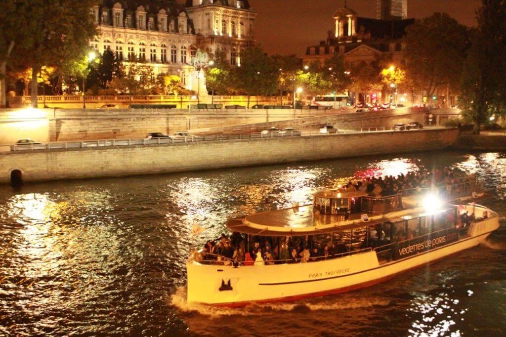 209-vedette-de-paris-nuit.jpg