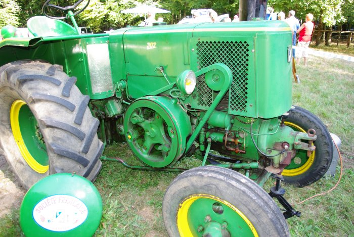 musee-machinisme-agricole-de-salviac-tracteur-vert.jpg