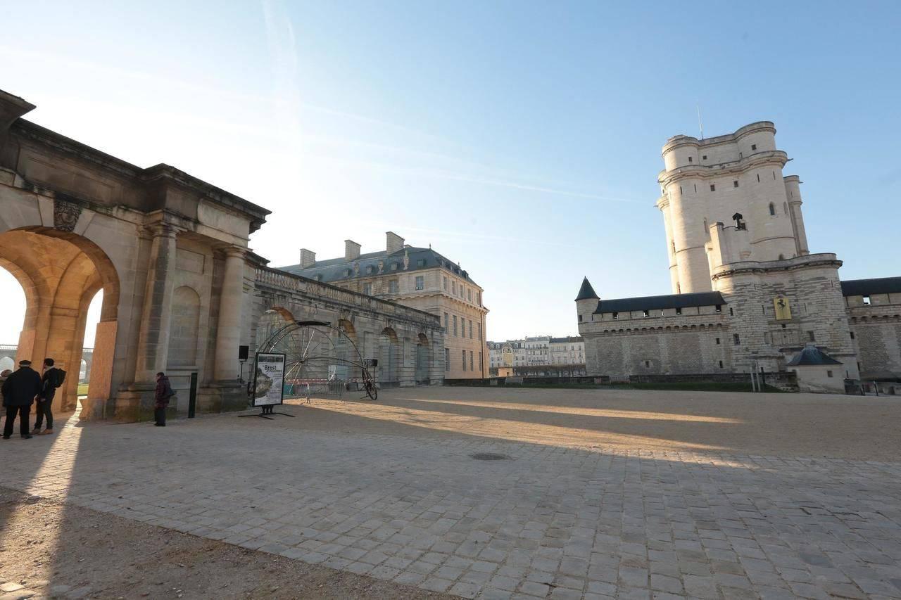 chateau-de-vincennes-cour-interieure-5..jpg