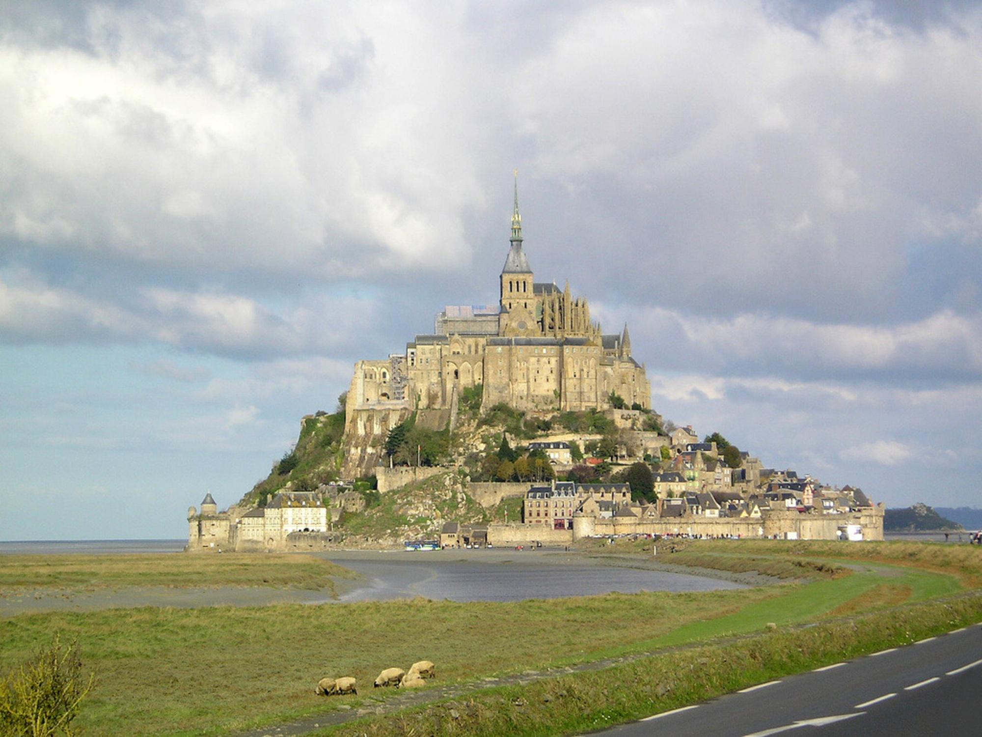 mont-saint-michel-vue-aerienne-manche.jpg