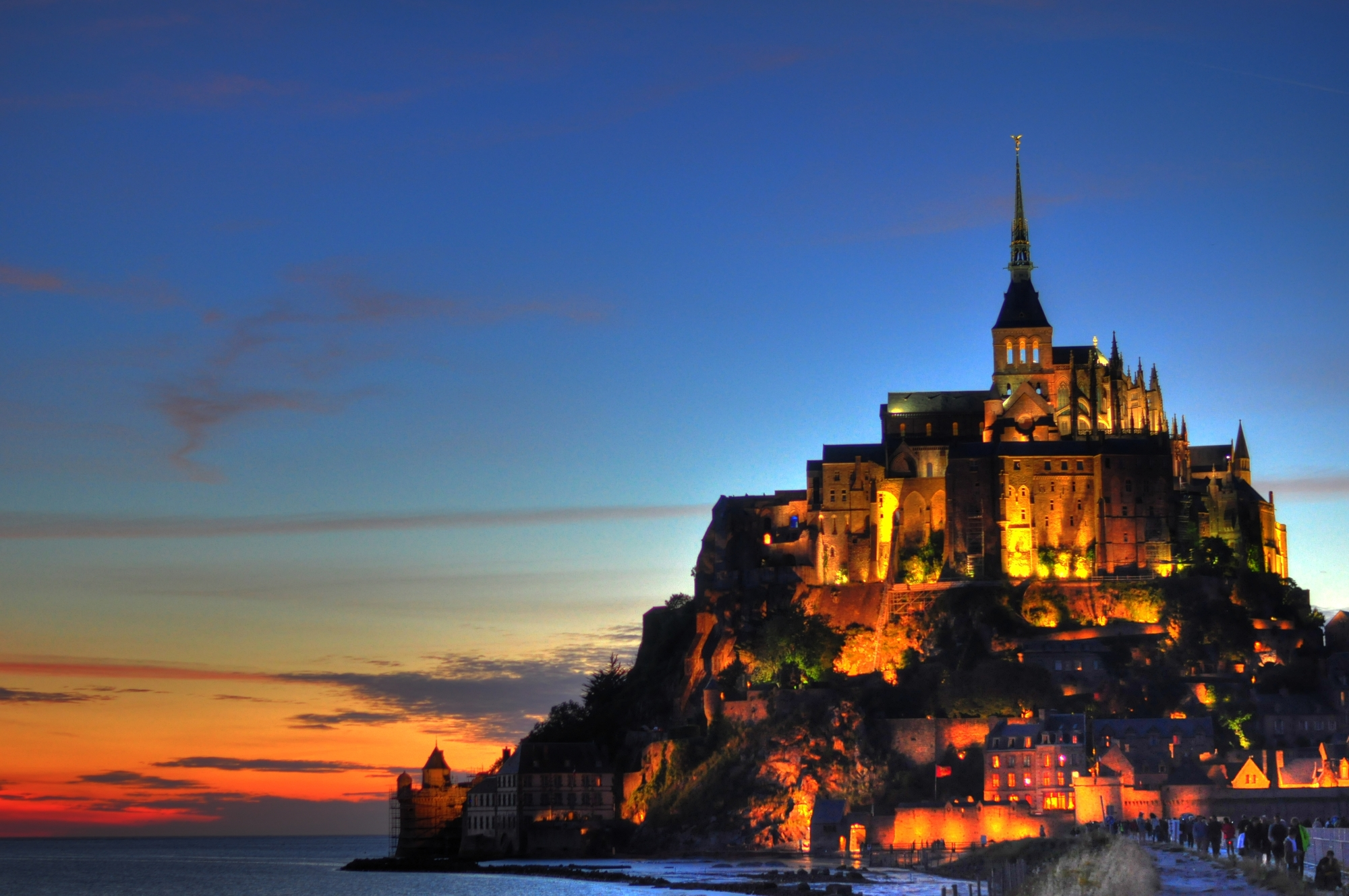 mont-saint-michel-vue-de-nuit.jpg