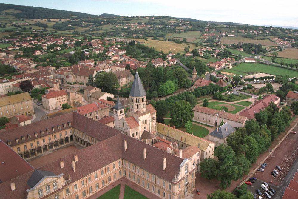 vue-aerienne-abbaye-de-cluny.jpg
