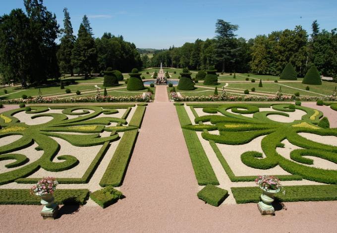76-chateau-dree-broderie-jardin.jpg