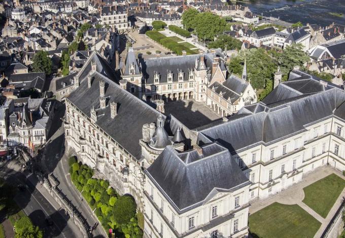 chateau-royal-blois-vue-d-en-haut.jpg