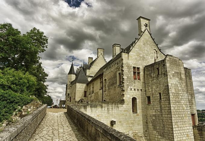 forteresse-de-chinon-acces-par-le-pont.jpg