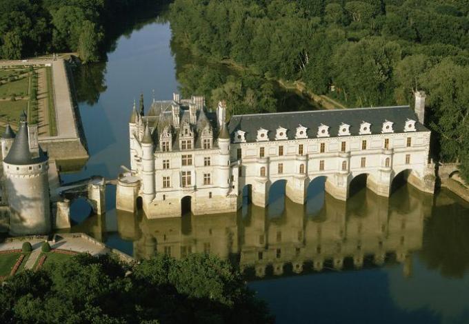 82-chateau-chenonceau-vue-aerienne.jpg