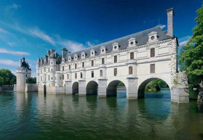 82-chateau-chenonceau-vue-gallerie.jpg