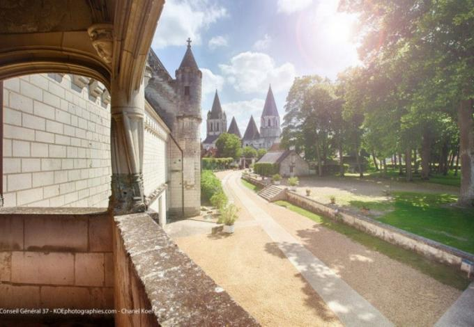 Chateau-de-loches-vue-eloignee