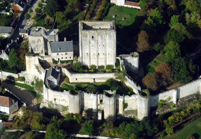 Chateau-de-loches-vue-aerienne