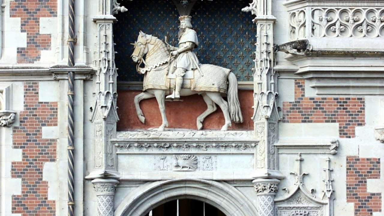 chateau-blois-porche-d-entree-aile-louis-xii.jpg