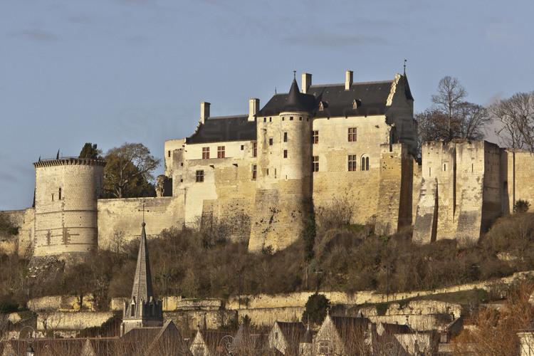 forteresse-de-chinon-vue-depuis-la-vienne.jpg