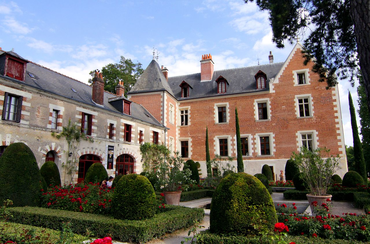 83-le-clos-luce-jardin-et-chateau-centre.jpg