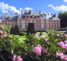 105-chateau-de-breteuil-facade-nord-au-printemps.jpg