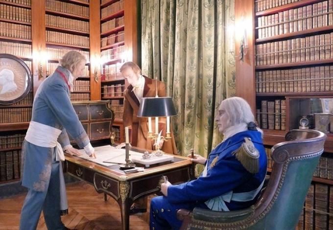 102-chateau-de-breteuil-louis-xviii-das-son-fauteuil-roulant.jpg