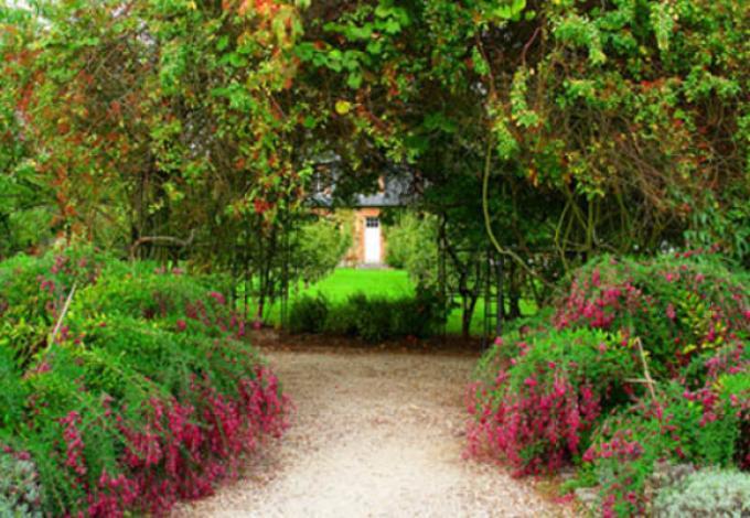 105-chateau-de-breteuil-le-jardin-des-princes.jpg