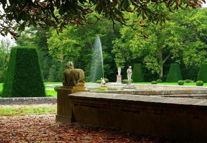 105-chateau-de-breteuil-vue-sur-les-jardins-a-la-francaise.jpg