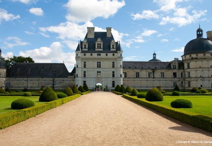 96-chateau-valencay-entree-principale-c.jpg