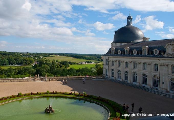96-chateau-valencay-la-cour-d'honneur-c.jpg