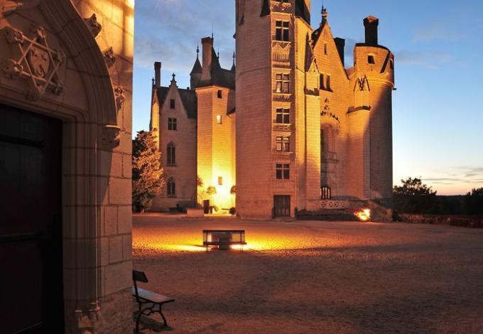 115-chateau-montreuill-belay-la-nuit.jpg