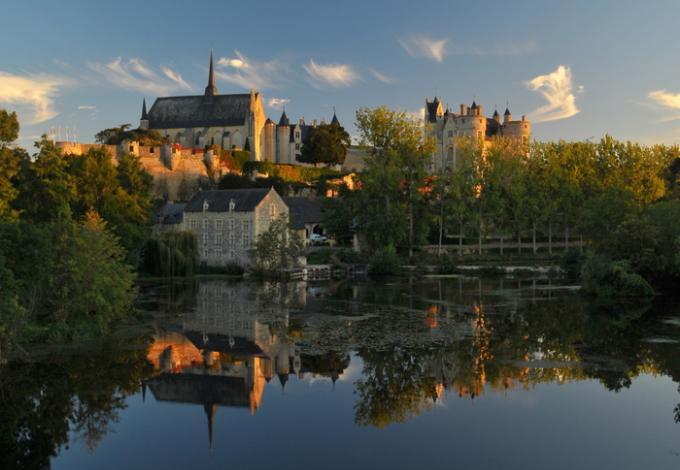 115-chateau-montreuill-belay-vu-du-pont.jpg