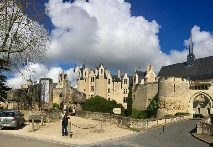 129-chateau-montreuil-bellay-vu-de-la-ville.jpg