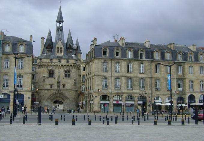 131-porte_cailhau_bordeaux_2.jpg
