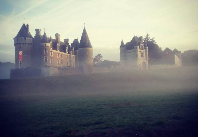 143-montpoupon-chateau-brume.jpg