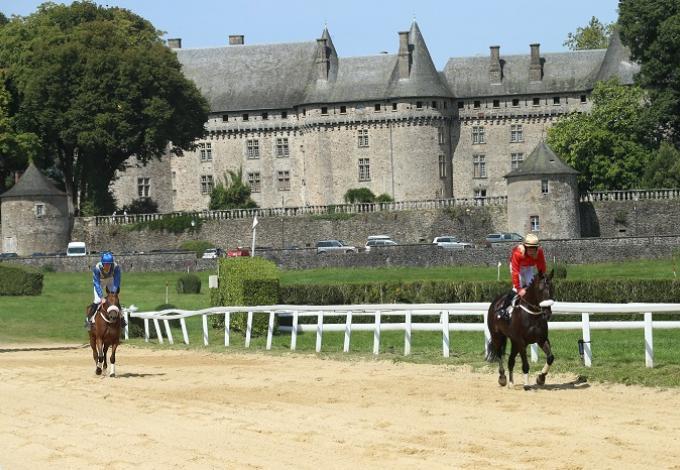 146-chateau_pompadour-correze_chevaux_course_1.jpg