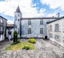 Chateau-cognac-cour-d'honneur.jpg