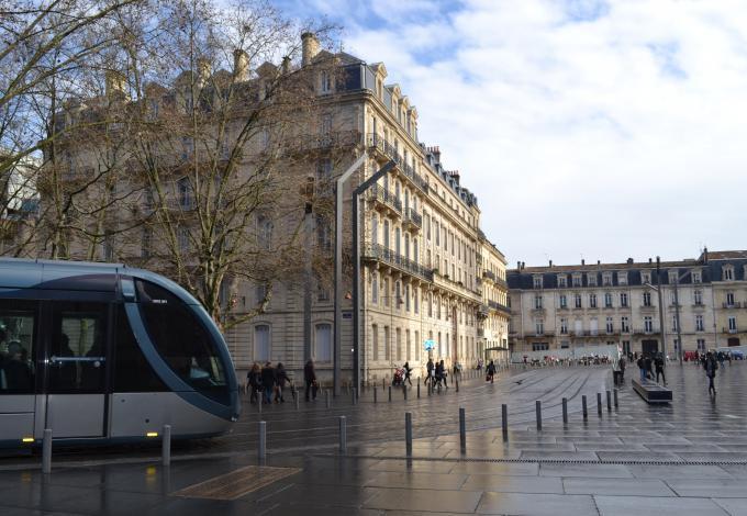 161-visite-historique-et-gourmande-insoleat-tram.jpg