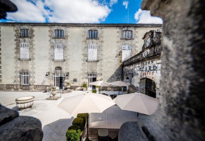 Chateau-cognac-cour-d'entree.jpg