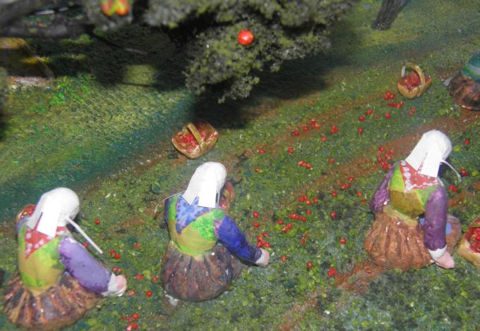 228-plougastel-musee-fraise-diorama-cueillette.jpg
