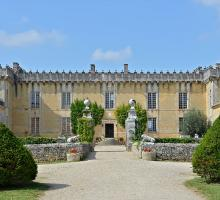 405-cherves-richemont_16_chateau_chesnel_entree_cour.jpg