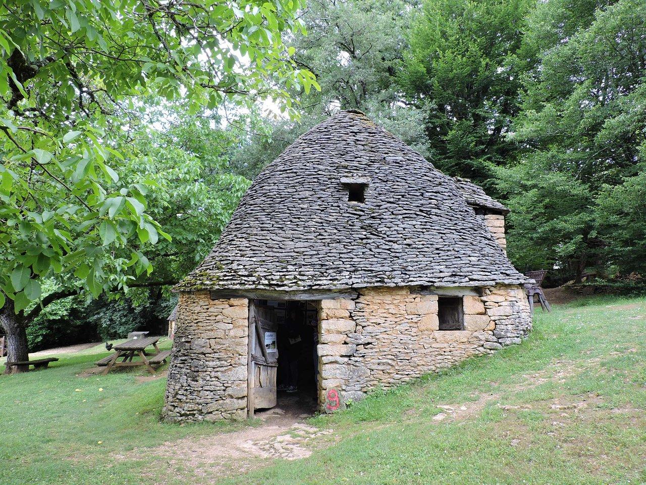 555-cabanes-du-breuil-saint-andre-d'allas.jpg