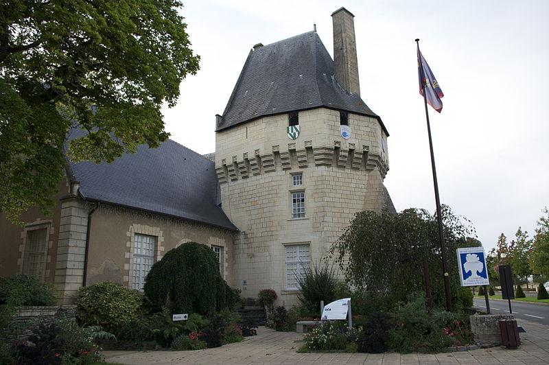 731-chateau-des-ponts-musee-des-coiffes-maine-loire.jpg
