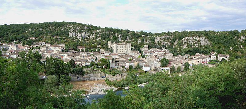 1022-vogue-plus-beaux-villages-de-france-ardeche.jpg
