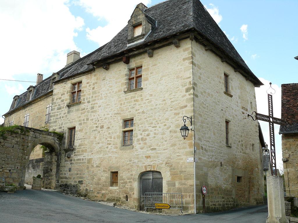 1110-saint-robert-plus-beaux-villages-de-france-correze.jpg