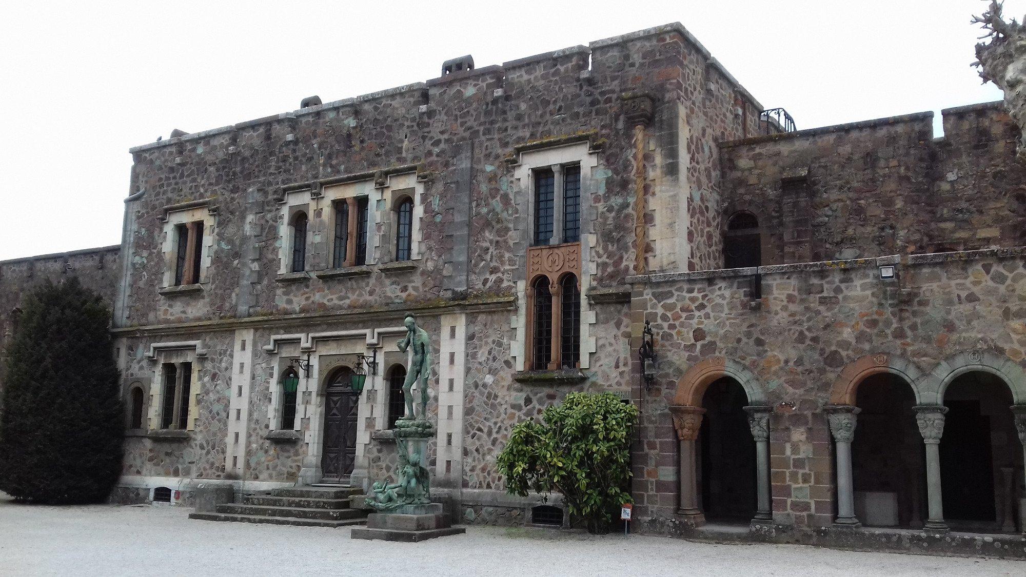 1137-chateau-la-napoule-henry-clews.jpg