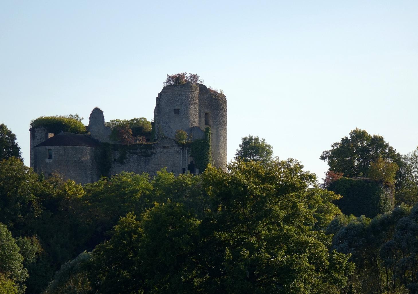 1722-chateau_de_montaigu-le-blin_03.jpg